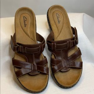 CLARKS LEATHER SANDALS BROWN SIZE 10